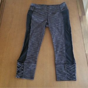 Athleta mind over mat cropped leggings size small